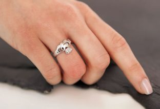 The Claddagh Ring Story and Tradition